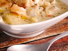 Thick and Hearty Seafood Chowder is full of savory flavor! Seasoned fish, tender potatoes and a creamy broth make this the best seafood chowder ever! Best Seafood Chowder Recipe, Chowder Recipes, Healthy Soup Recipes, Cooking Recipes, Soup With Ground Beef, Ham Soup, Family Meals, Family Recipes, Soups And Stews