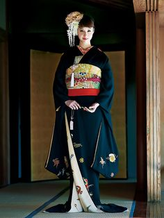 Sophisticated Bridal Hiki-Furisode in Black Japanese Outfits, Japanese Fashion, Asian Fashion, Traditional Kimono, Traditional Dresses, Traditional Japanese, Yukata Kimono, Kimono Dress, Japanese Costume