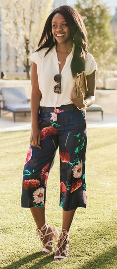 how to wear floral pants -- these gauchos are super comfortable!
