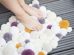 Tutorial fai da te: Come fare un tappeto di pon pon via DaWanda.com