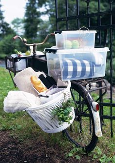 Picnic with Orthex's SmartStore Classic box. Berry Picking, Picnic Time, Outdoor Life, Green Grass, Outdoor Activities, Biking, Baby Strollers, Meal, Box