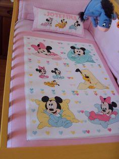 Idea Cross Stitch For Kids, Cross Stitch Baby, Cross Stitch Charts, Cross Stitch Patterns, Crochet Chart, Crochet Baby, Baby Embroidery, Disney Crafts, Baby Patterns