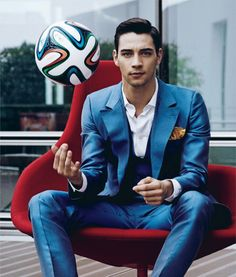 49 Reasons Italy Is Definitely The Steamiest Team In The World Cup Italian Soccer Team, Handsome Italian Men, Expensive Suits, Football Fashion, Ideal Man, Sharp Dressed Man, Fine Men, Football Players, Pretty People