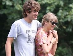 Taylor Swift Was Asked Twice to Leave A Kennedy Wedding After Rudely Crashing It