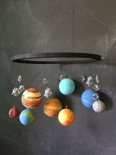50 Marvelous DIY Solar System Crafts, Activities and Decorations with an 'Oomph' Factor Solar System Mobile, Solar System Crafts, Arte Do Sistema Solar, Diy Craft Projects, Fun Crafts, Solaire Diy, Solar System Projects For Kids, Planet Mobile, Diy Foto