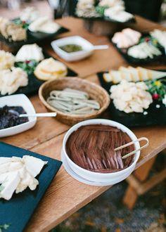 Buffet del norte. Boda hipster al aire libre organizada por Detallerie. Food station. Outdoors hipster wedding by Detallerie.