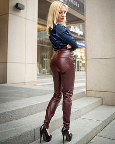 """Only Leather: Photo : leatherlatexwife: """"Leather pants """" Leather Tights, Leather Pants Outfit, Leather Trousers, Leather Dresses, Leder Outfits, Superbat, Shiny Leggings, Pants For Women, Clothes For Women"""