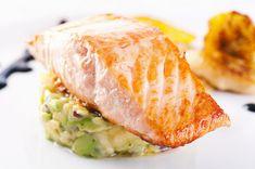 Losos s avokádovým tatarákem Salmon Wedding, Gourmet Recipes, Healthy Recipes, Gourmet Foods, Salmon With Avocado Salsa, Atkins Recipes, Executive Chef, Grilled Salmon, Salmon Burgers