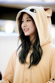 Image may contain: 1 person Kpop Girl Groups, Korean Girl Groups, Kpop Girls, Nayeon, Cute Girls, Cool Girl, Twice Tzuyu, Tzuyu Wallpaper, Girl Korea