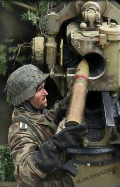 German soldier loading a shell into an cm FlaK gun, France, WWII German Soldiers Ww2, German Army, Germany Ww2, Ww2 Photos, Ww2 Pictures, German Uniforms, Military Diorama, Luftwaffe, Special Forces