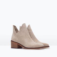Zara 2015 FLAT HIDE ANKLE BOOT. Design like this, will make your leg looks like 10cm longer.