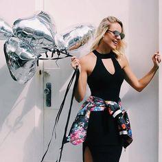 Que tal você repaginar o vestidinho preto com uma jaquetinha amarrada na cintura? O look fica super estiloso e moderninho!   {Vestido e jaqueta @holychic_glamstyle}  #laylamonteiro #looksdalay #bloglaylamonteiro #fashion #trend by laylamonteiro http://ift.tt/1VtTPCe #Raynniere #Makepeace