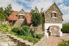 Hagyományőrzés korszerűen - Szép Házak Plan Design, Traditional House, Countryside, Beautiful Homes, Farmhouse, Cottage, House Styles, Inspiration, Cabins