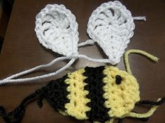 Buzzy Bee Baby Blanket with Matching Hat | Crafty Cori Strikes Again