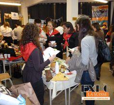 Stand en el Workshop de turismo. Alumnos de 2do. año. Degustación de comidas típicas