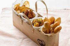 Food and Gardening Tips Bakery Packaging, Food Packaging Design, Sandwich Packaging, Menue Design, Food Design, Food Styling, Onigirazu, Food Platters, Cafe Food
