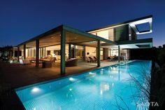 + Arquitetura :     Residencia localizada em Plettenberg Bay (Africa do Sul) e projetada pela SAOTA – Stefan Antoni Olmesdahl Truen Architects.