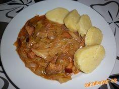 ZELÍ NAKROUHÁME NA NUDLIČKY,DÁME DO PEKÁČE.PŘIDÁME NAKRÁJENÉ MASO,KLOBÁSU,UZENÉ A CIBULI.OPEPŘÍME,OS... Slovak Recipes, Czech Recipes, Pork Recipes, Cooking Recipes, Recipies, Salty Foods, Food 52, Baked Chicken, Bellisima