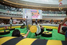 Meltdown is a popular multi player action game, which challenges your stamina, agility and reactions. Not one but two spinning boom arms try to knock you off your podium. You have to duck underneath or jump over the foam boom. Who will be the last one standing? More information, welcome to visit : http://www.china-inflatables.com/inflatable_mechanical_game.html