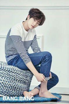 Park Hyung Sik Does rolling your jeans up like that make your long legs look longer? Park Hyung Sik, Cute Korean, Korean Men, Asian Men, Korean Photo, Asian Actors, Korean Actors, Ahn Min Hyuk, Do Bong Soon