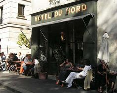 het Hôtel du Nord een veelzijdig restaurant met een bibliotheek, een 'petit salon', een terras dat uitkijkt over het kanaal St.-Martin en een grote bar die het restaurant inleidt. De setting van het restaurant en zijn vele andere ruimtes doen je denken aan het Parijs uit de jaren '30 kandelaars, antiek decor, fluwelen gordijnen, zwart-witvloer in dambordpatroon, houten tafels. Warmte, gezelligheid, authenticiteit en nostalgie. www.hoteldunord.com quai de jemmapes, 102, 75010 Paris