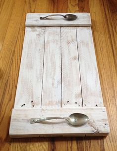 23 Pallet Wood Serving Tray with Spoon Handles The tray is made from Pallet wood with vintage Spoons for handle. Lightly brush with white paint to let the wood still show through.
