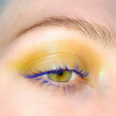 wash of yellow / ochre over the lid, blue lashes - two-tone eye makeup - colorfu. - Eyeshadow Looks - Eye-Makeup Eye Makeup Tips, Makeup Inspo, Makeup Art, Makeup Inspiration, Hair Makeup, Fox Makeup, Alien Makeup, Devil Makeup, Witch Makeup