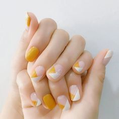Easy and Pretty White and Orange Nail Art Designs for Girls – Uñas Coffing Maquillaje Peinados Tutoriales de cabello Classy Nails, Stylish Nails, Simple Nails, Trendy Nails, Cute Nail Art Designs, Short Nail Designs, Simple Designs, Latest Nail Designs, Minimalist Nails
