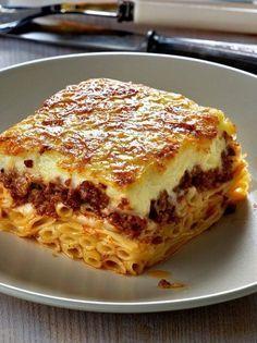 Μακαρόνια, σάλτσα κιμά με Ελαφρά συμπυκωμένο χυμό ντομάτας ΟΜΟΣΠΟΝΔΙΑ και μπεσαμέλ το τρίπτυχο της επιτυχίας για ένα ανεπανάληπτο παστίτσιο! Ποιος είπε ότι είναι δύσκολο;