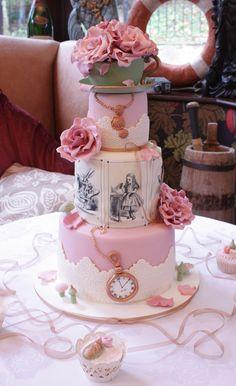Love this Alice In Wonderland cake.