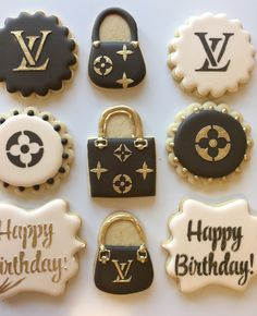 Louis Vuitton cookies but for bridal shower Cute Cookies, Cupcake Cookies, Sugar Cookies, Louis Vuitton Torte, Beautiful Cakes, Amazing Cakes, Chanel Cookies, Fashion Cakes, Royal Icing Cookies