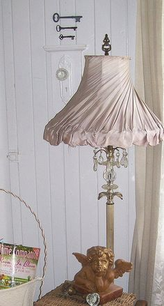 Love this Shabby Chic lamp shade Shabby Chic Mode, Shabby Chic Bedrooms, Shabby Chic Cottage, Shabby Chic Style, Shabby Chic Furniture, Bedroom Furniture, Furniture Ideas, Vintage Shabby Chic, Vintage Decor