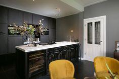 Black & grey kitchen