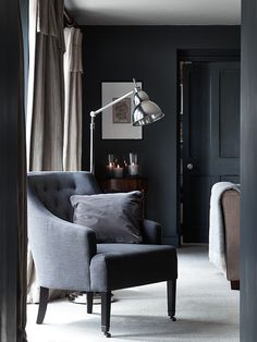 the black and white modern floor lamps you'll want for this year's trend! Don't wait to know how these modern lighting designs are fitted fot your home decor! New Living Room, Home And Living, Living Room Inspiration, Interior Inspiration, Neptune Home, Interior And Exterior, Interior Design, Dark Interiors, Home And Deco
