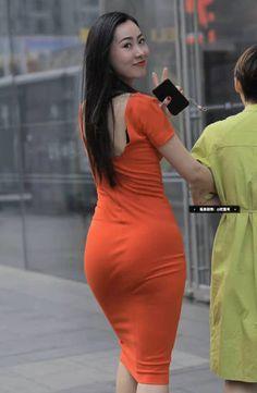 Nice figure red sheath dress cute Asian girl - Your Cuties reddress redskirt sheathdress Most Beautiful Indian Actress, Beautiful Asian Women, Pretty Asian, Sexy Outfits, Sexy Dresses, Belle Nana, Myanmar Women, Mode Hijab, Cute Asian Girls