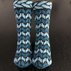 Awesome Socks, Cool Socks, Knitting Socks, Scarves, Gloves, Turquoise, Patterns, Craft, Hats