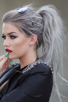Looking for some hair color inspiration for your new hairstyle? Look at these silvery hair ideas that take the fashion world by storm. Look at these stunning ideas for silver hair! Silver hair (or. Messy Ponytail Hairstyles, Pretty Hairstyles, Ponytail Easy, Rihanna Hairstyles, Grey Hair Ponytail, Hairstyle Ideas, Hairstyles 2016, Black Hairstyles, Stylish Ponytail