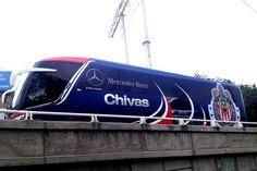 CHIVAS ESTRENA NUEVO AUTOBÚS || El Guadalajara estrenará autobús a partir de este domingo, gracias a una alianza comercial con una marca automotriz de origen alemán.