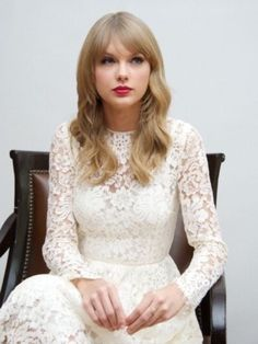 Taylor Swift, elegant lady with a beautiful voice. Taylor Swift Hair, Taylor Swift Style, Taylor Alison Swift, Red Taylor, Taylor Swift Pictures, Taylors, My Idol, Celebs, Queens