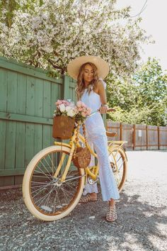 Flowers and Bikes (Hello Fashion) Bike Photography, Lifestyle Photography, Glamour Photography, Editorial Photography, Fashion Photography, Christine Andrew, Bike Photoshoot, Photo Vintage, Cycle Chic