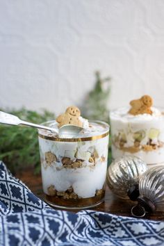 This Pear and Gingerbread Parfait is a quick and easy no bake Christmas treat. The warming spices in the thick yogurt contrast beautifully with the crushed gingerbread cookies. Chopped juicy pear adds a fragrant tasty extra flavour. Christmas No Bake Treats, Easy Christmas Dinner, Christmas Side Dishes, Christmas Desserts Easy, Vegan Christmas, Christmas Appetizers, Christmas Holidays, Christmas Apps, Christmas Recipes
