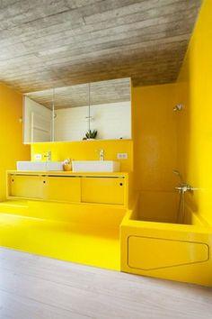 En nog een kanariegele badkamer uit een woonreportage van De Standaard: het exemplaar van Annelies en Steven uit Duffel is het resultaat van...