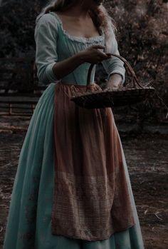 Queen Aesthetic, Princess Aesthetic, Classy Aesthetic, Old Dress, Fairytale Dress, Aesthetic Pictures, Vintage Dresses, 1800s Dresses, Ideias Fashion
