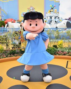 . ルーシーの指差しワンショ👉 . 夏の間に行ければいいんだけどなあ。9月はいけると思うけど💓 . #ルーシー #ピーナッツ #ユニバ #ユニバーサルワンダーランド #ユニバーサルスタジオジャパン #usj #lucy #peanuts #universalstudiosjapan #universalwonderland