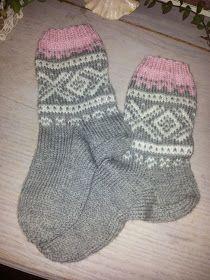 Marius :-) Yarn Crafts, Diy And Crafts, Knitting Videos, Knit Or Crochet, Knitting Socks, Mittens, Barn, Knits, Crocheting