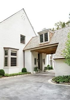 We have a Porte-cochere like this w/o the dormer though and we LOVE it! If I was to ever own another home it would have to have a Porte-cochere. Porte Cochere, Houses Architecture, Architecture Details, Classical Architecture, Landscape Architecture, Atlanta Homes, Breezeway, Home Fashion, My Dream Home
