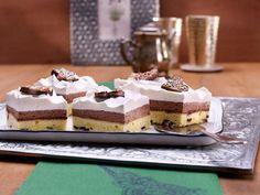 Schoko-Sahne-Schnitten                              -                                  Sahnige Schokoladen-Schnitten vom Blech mit bunten Glasurornamenten