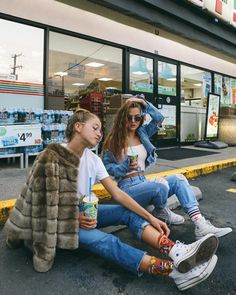 Bff Poses, Friend Poses, Poses Photo, Best Friend Photography, One Step, Insta Photo Ideas, Doja Cat, Bff Pictures, Best Friend Pictures