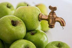 Apple Juice, Fruit Juice, Apple Cider Vinegar Benefits, Vinegar Weight Loss, Juicing Benefits, Juicing For Health, Food Backgrounds, Fresh Apples, Healthy Juices