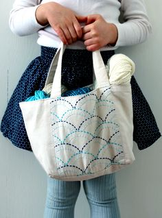 This is a nice idea, stitching simple fabrics to make them mode cute! remember !